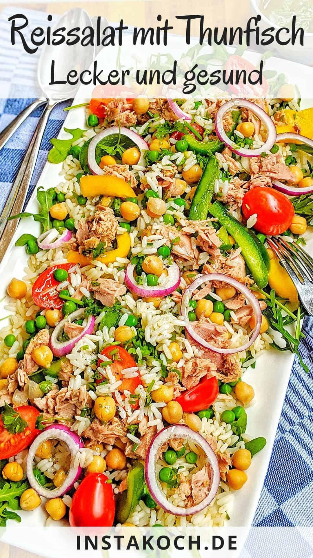 Eine Servierplatte mit Reissalat.