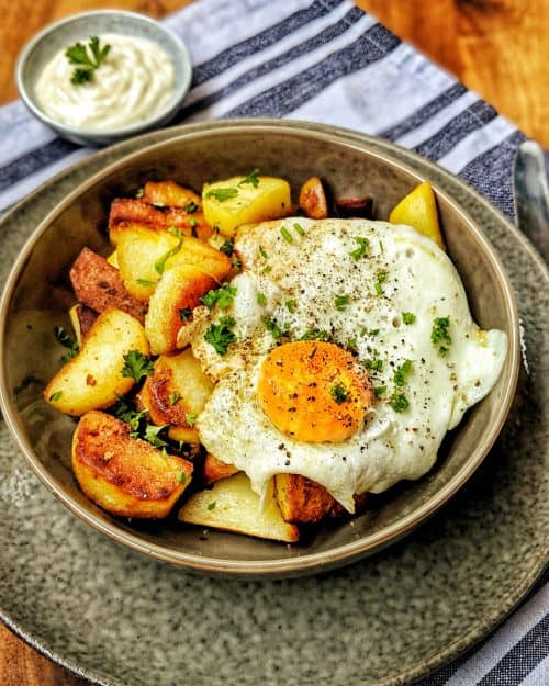 Knusprige Bratkartoffeln mit Spiegelei