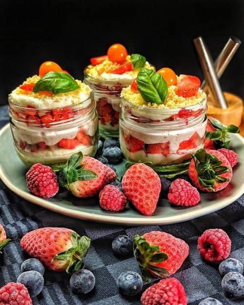 Erdbeerbecher mit Mascarpone-Sahne-Creme