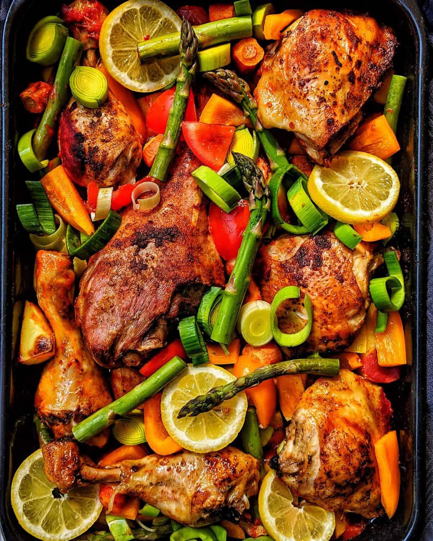 Geflügel mit Kartoffeln und Gemüse aus dem Ofen