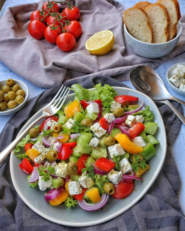 Griechischer Bauernsalat. Ein schnelles, leichtes Sommer Gericht.
