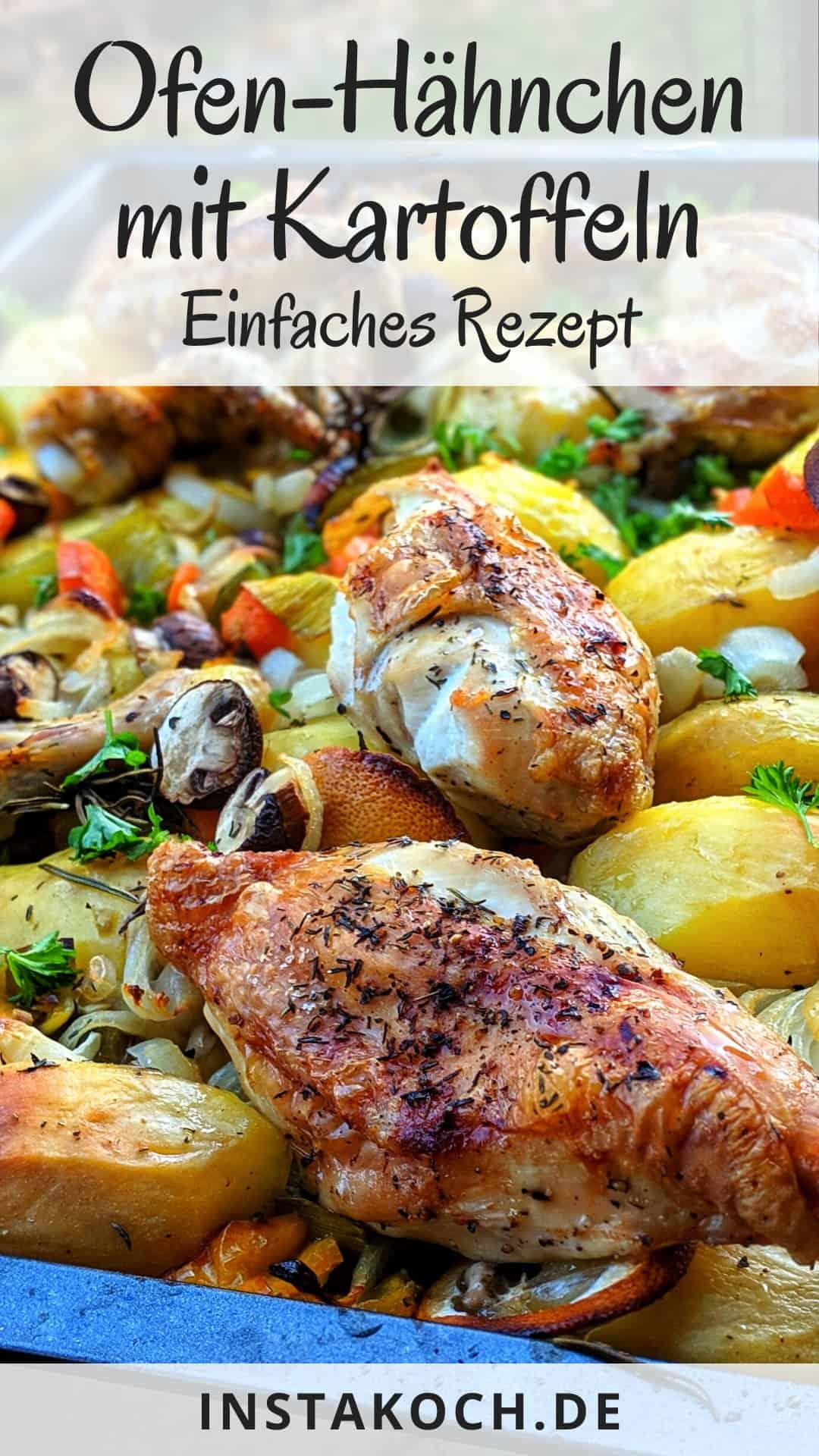Eine Nahaufnahme einer Auflaufform mit Hähnchen, Kartoffeln und Gemüse