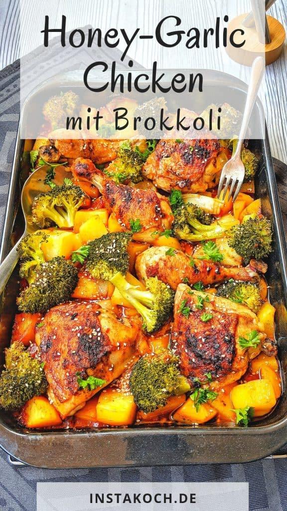 Eine Auflaufform mit Huhn, Brokkoli und Kartoffeln