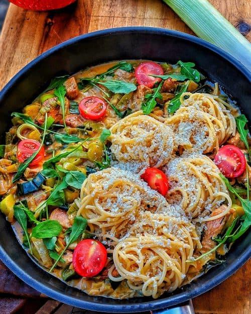 Puten Lauch Pfanne mit Spaghetti