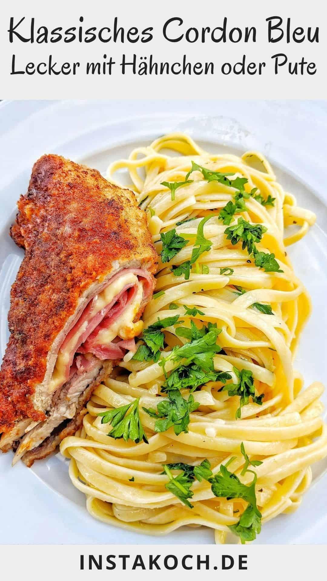 Ein Teller mit einem angeschnittenen Cordon Bleu mit Spaghetti agio olio
