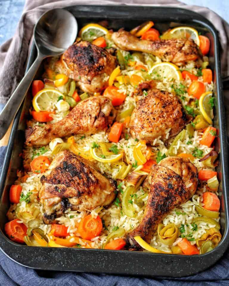 Huhn mit Gemüsereis aus dem Ofen