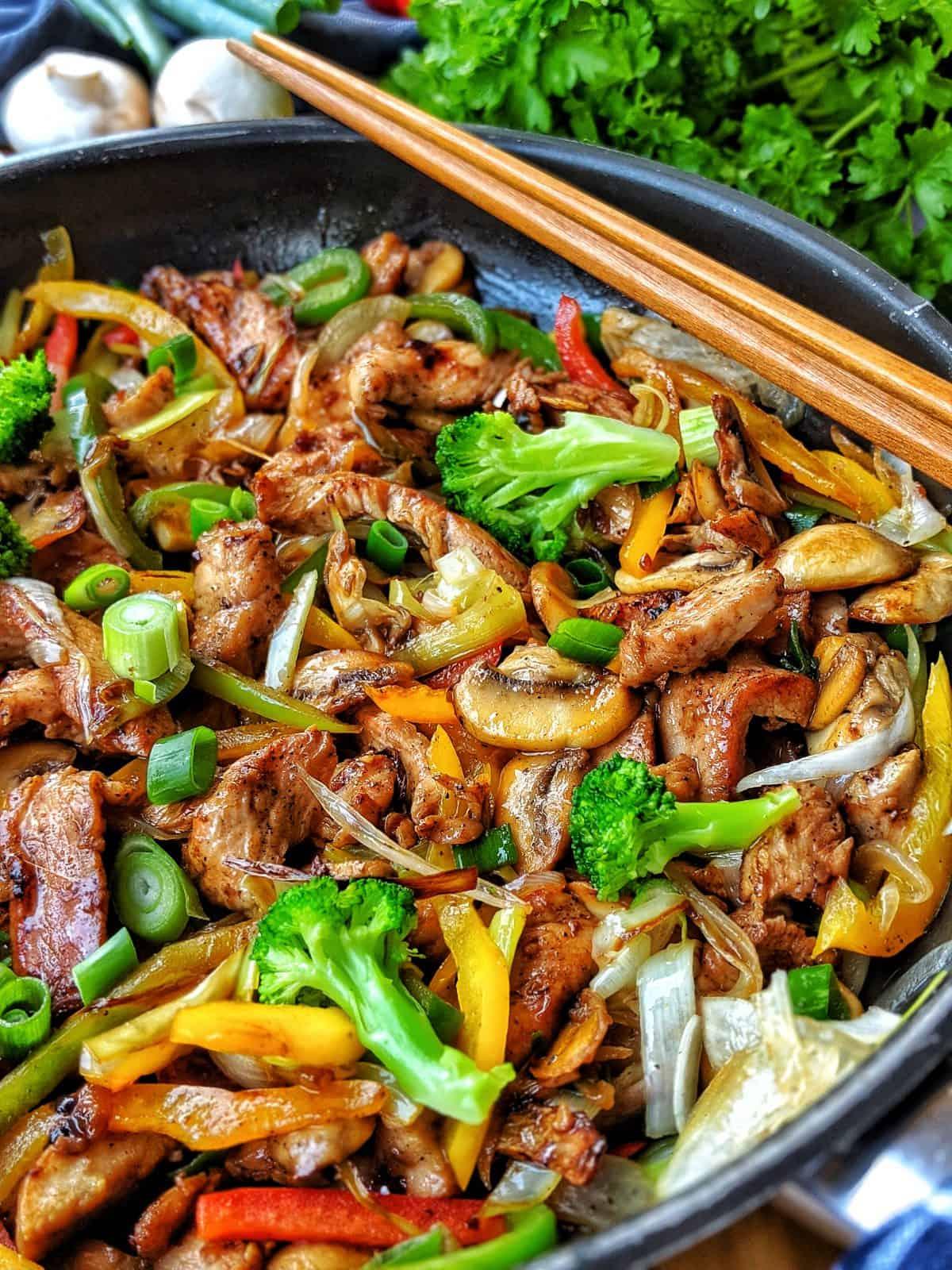 Lowcarb Geflügelpfanne mit Gemüse