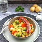 Kartoffelgemüse mit Bratwurst und Gemüse