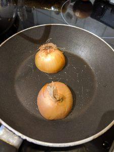 Zwiebel in einer Pfanne
