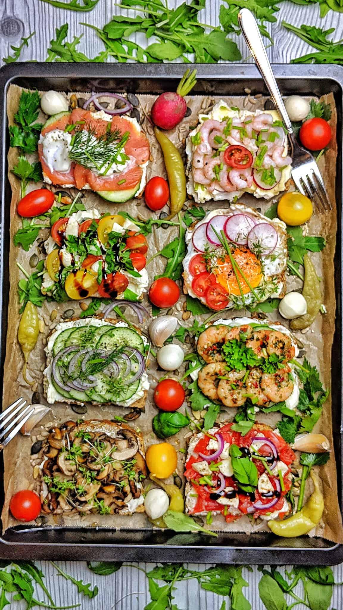 Belegte Brote - Ein Blech mit 8 verschiedenen belegten Broten.