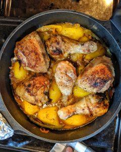 Kartoffeln und Hähnchen in der Pfanne Top