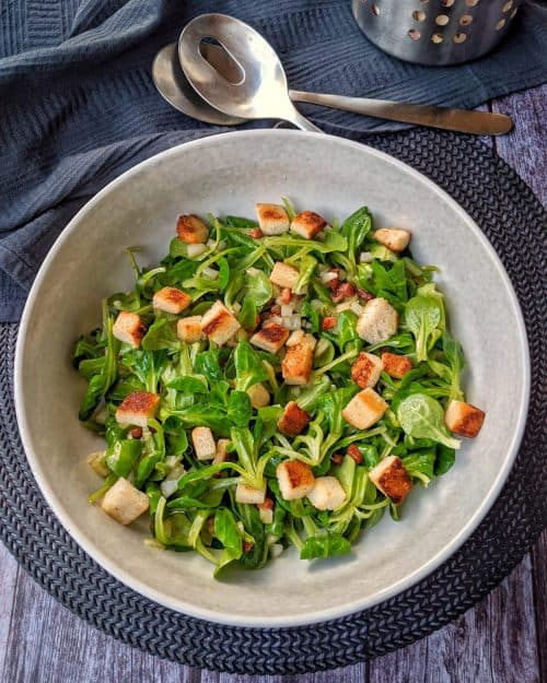 Feldsalat mit Speck und selbstgemachten Croutons