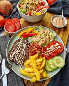 Low Carb Burger Bowl mit spezial Sauce – Rezept