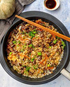Chop Suey mit Reis und Rindfleisch