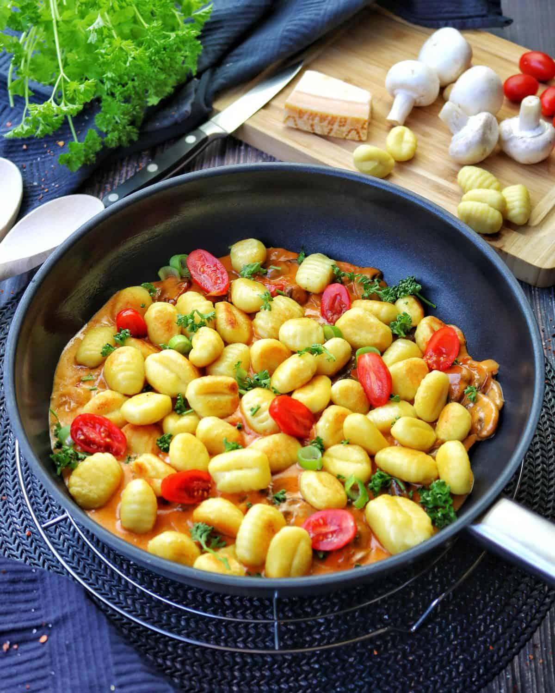 Gnocchi mit Tomaten in Pilzrahmsoße