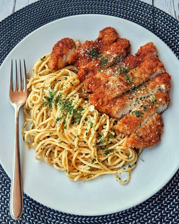 Read more about the article Spaghetti Aglio e Olio mit Hähnchenschnitzel Rezept
