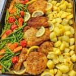 Panierte Parmesan Hähnchenschnitzel aus dem Ofen mit Gemüse und Kartoffeln